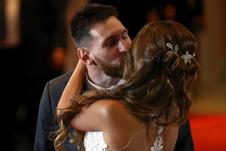 Lionel Messi marries childhood sweetheart Antonela Roccuzzo - Pictures